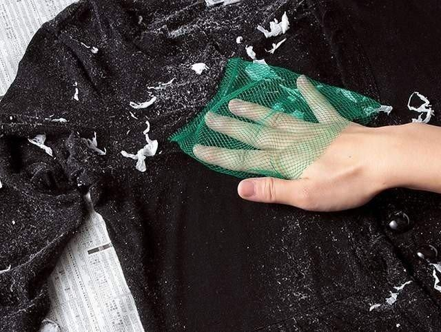 Quần áo của bạn bị dính cặn bột giặt